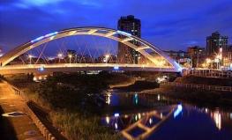 橋梁河堤亮化.